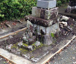 墓石クリーニング水洗い前.jpg